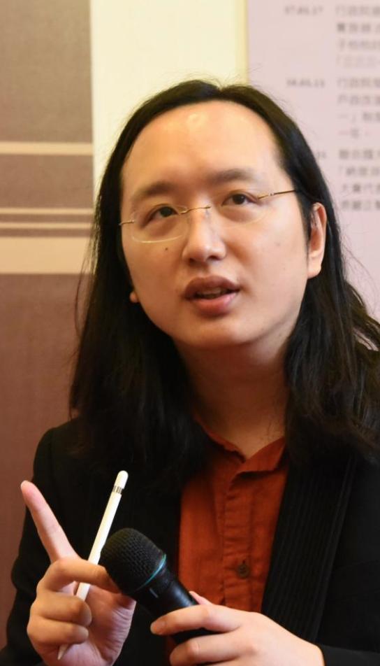 オードリータン(唐鳳)台湾の天才大臣の経歴がスゴイ!マスクの神対応が話題に!
