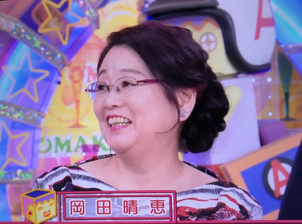 岡田晴恵教授が疲れを感じさせずキレイに!「アッコにおまかせ」Tシャツの購入方法は?