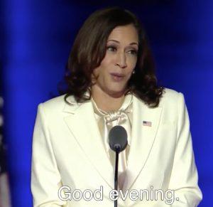 カマラ・ハリス副大統領 白いスーツのブランド
